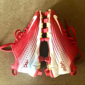 Nike BSBL red & white boy's athletic cleats